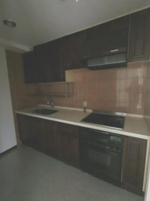 システムキッチンです。 独立キッチンのため、ゆったりとリビングが使えます♪