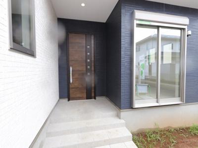 毎日通る玄関はこちらです 三郷新築ナビで検索