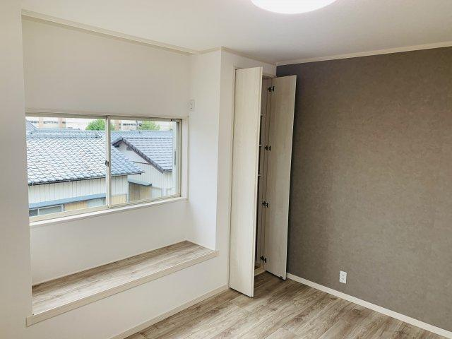 2階6.5帖 アクセントクロスでおしゃれなお部屋です。