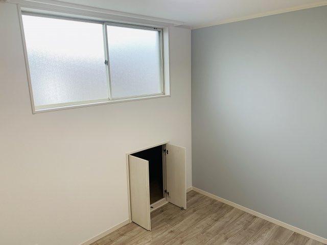 2階5.25帖 窓あるので採光と通風がいいので気持ちよく過ごせそうですね。