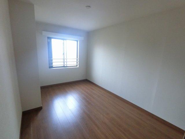 6.3帖の洋室です。 子供部屋やワークスペースとしても活用できます。