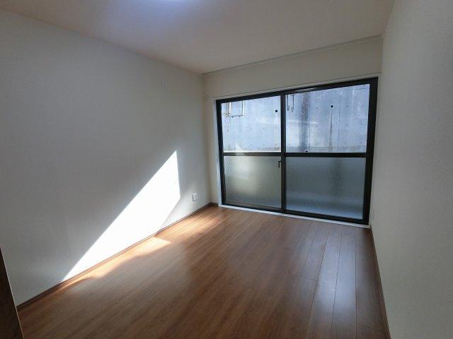 6.6帖の洋室は主寝室にいかがでしょうか。