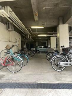 広々とした駐輪場です