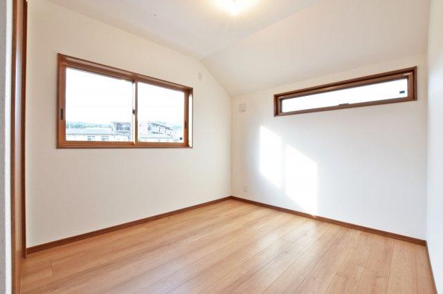 -同社施工例- 窓があれば明るい空間に。換気もしっかりできます◎