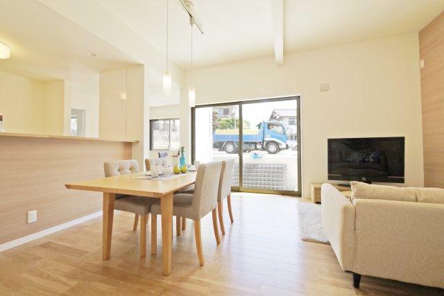 -同社施工例- 窓の配置や種類によって、室内の様子は大きく変わります。 完成する家を想像しながら、自由設計を楽しみませんか?