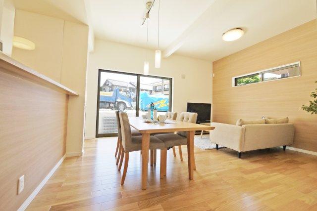 -同社施工例- キッチンの横にスペースを設ければ、家事がはかどるママコーナーの完成。 家事とスキマ時間の効率化になりますね。