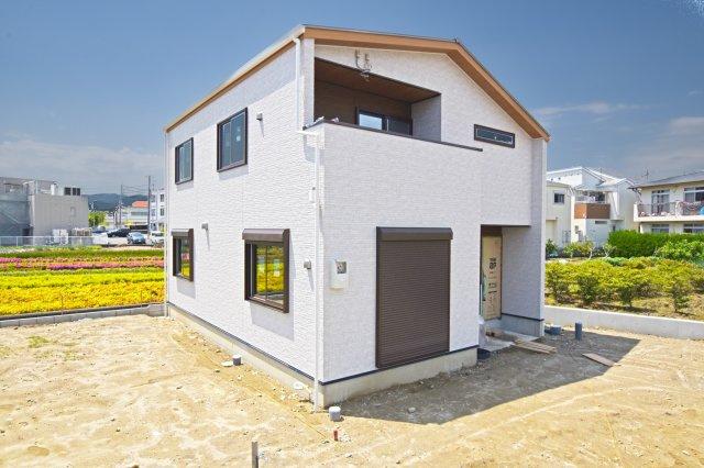 F号地モデルハウスの全容が見えて参りました。5月末完成予定です。