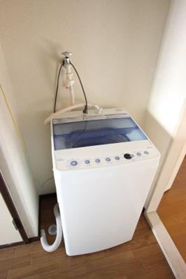 家具・家電のレンタル(月額3,000円増)もございます。 内容:ベッド・机・椅子・洋室照明・一口コンロ・冷蔵庫・洗濯機・レンジ・キッチン照明