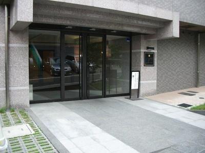【エントランス】ルーブル神楽坂弐番館