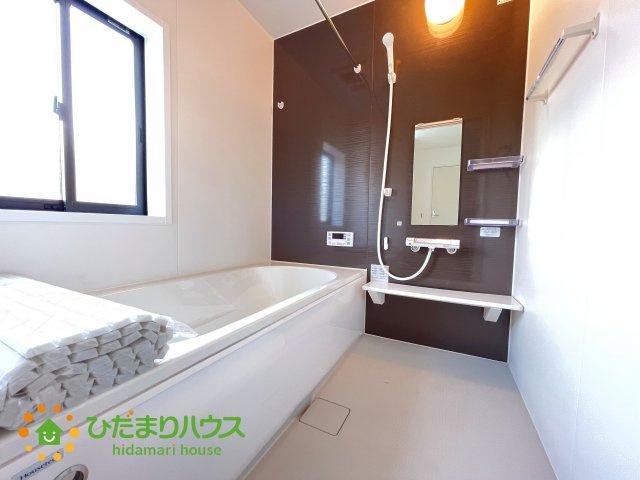 浴室乾燥機付きの便利なお風呂!足を伸ばしてゆっくりおくつろぎいただけます!