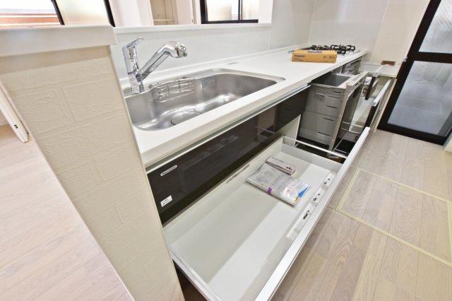 ‐同社施工例‐ 豊富な収納量で散らかりがちなキッチン回りもスッキリできそうです。