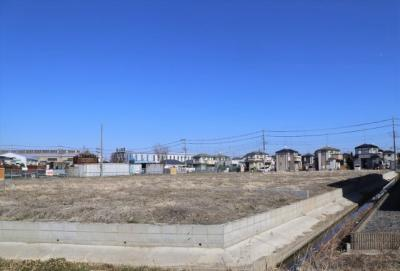 北側接道の区画全体写真です(南西より撮影)