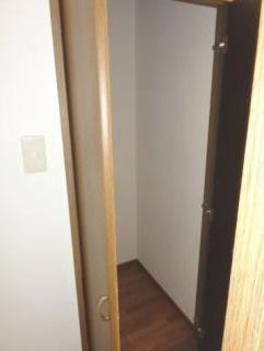 階段下収納です