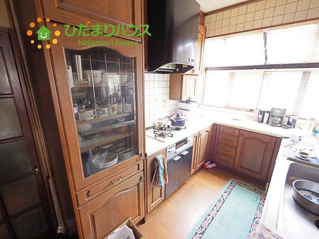 キッチンにも窓があり、明るく、換気もしやすいです(^^♪