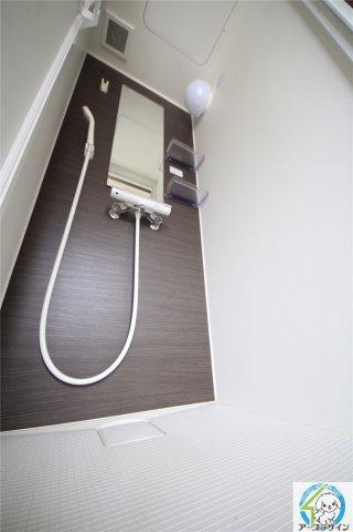 落ち着いた空間のシャワールームです