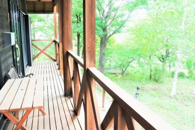 このウッドデッキで草木を眺めながらコーヒーでも淹れてみませんか♪