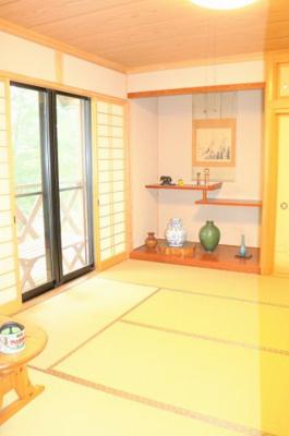 和室ならではの温かな空間で寛ぎの時間を過ごせます