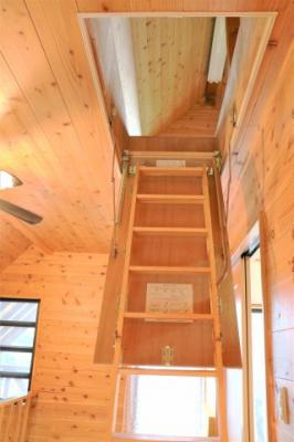 男子が大好きな秘密基地的な階段が。。。