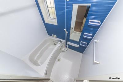 お風呂 追い焚き・浴室乾燥機付きです。窓付きです。