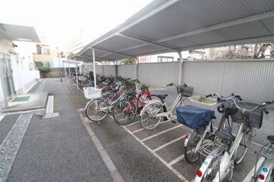 広々スペースの駐輪場