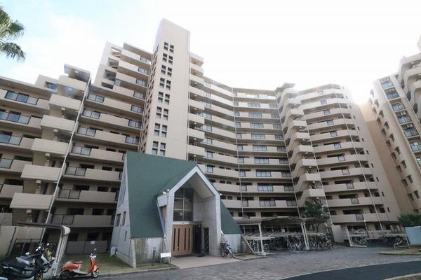 「外観写真」全戸数553戸の大型マンションです。