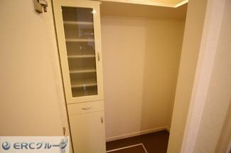 備蓄するのにも十分なスペースのパントリーも完備。