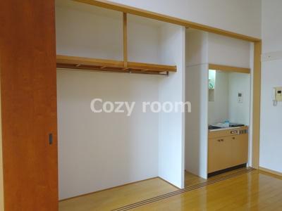 スライド扉でキッチンとクローゼットを隠せます(^-^)