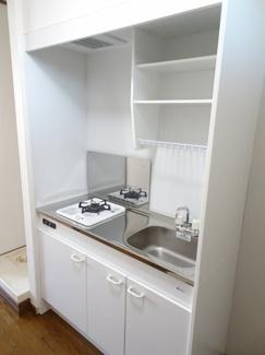 深尾マンション キッチンはガスコンロ1口のシステムキッチンです