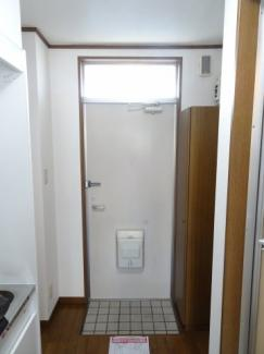 深尾マンション 玄関にたっぷり入るシューズボックスがあります
