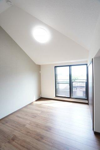 勾配天井が開放的!本日、建物内覧できます。お電話下さい!