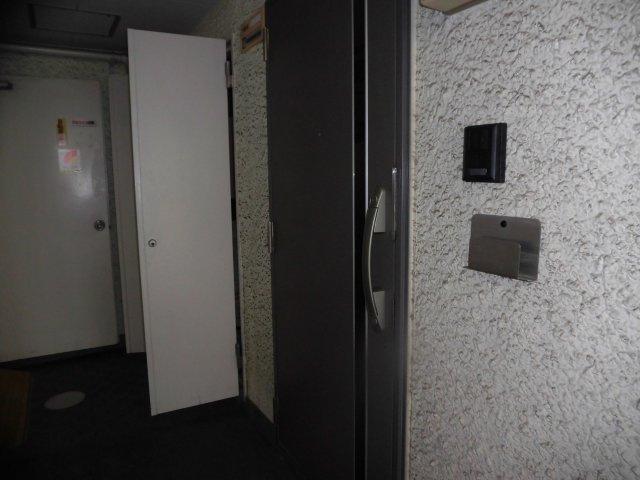 玄関ドアです。ディンプルキーを採用しています♪
