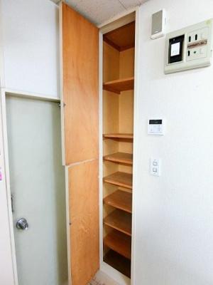 玄関から室内への景観です!右手にキッチン、左手にユニットバスがあります★