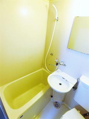 ユニットバスでお掃除らくらく☆浴室内に洗面台・トイレ付きです♪