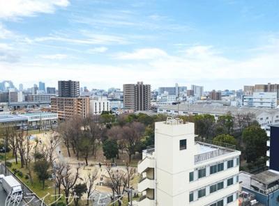 上層階につき眺望良好/眼下に三国本町公園が広がります/淀川花火鑑賞いただけます