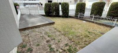 広いお庭でガーデンイングや芝生を植えて雰囲気を変えてみてはいかが ?