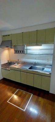 そのままでも使用可能ですが、自分好みのキッチンにリフォームで変えるのも雰囲気変わりますよ!