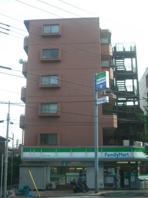 1階はコンビニ買い物便利です