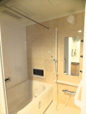 【バスルーム】 ミストサウナ、浴室TV、ジェットバス付