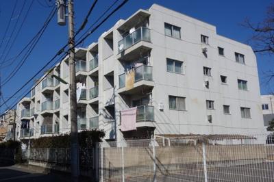 「用賀」駅と「桜新町」の2駅を徒歩10分で利用可能です。