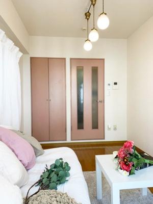 IH1口付きシステムキッチンです☆IHは火を使わないので安心なうえ、お掃除もラクラク♪ミニ冷蔵庫付きです☆