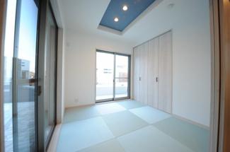 当社施工例 琉球風のスクエア畳+クロゼット収納+ダウンライトの和室