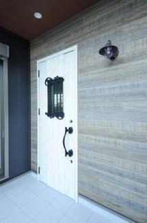 当社施工例 北欧風の玄関ドア