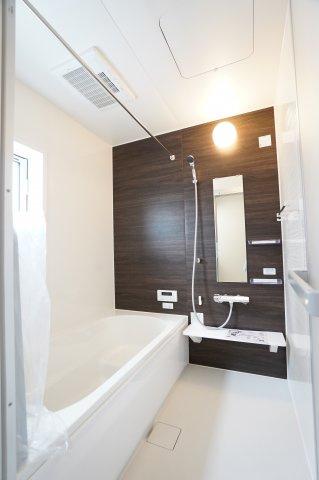 足をのばしてゆったりと入れる広いお風呂です。毎日のお風呂タイムが楽しくなりそうですね。