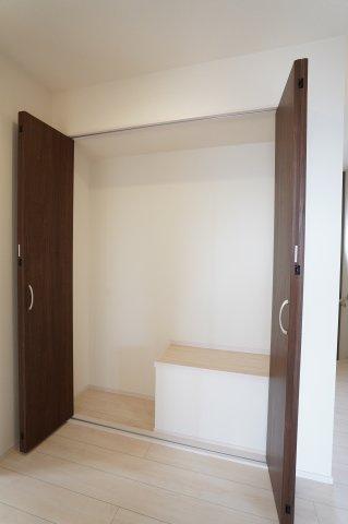 クローゼットに上手に収納できるのでお部屋はいつもすっきりと使うことができますよ。