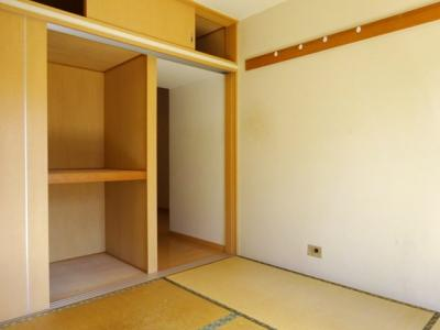 南側和室4.5畳、押入と天袋