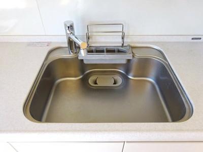 キッチンのシンク、シングルレバー混合水栓