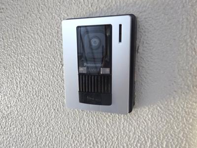モニター付インターホンで安心です。