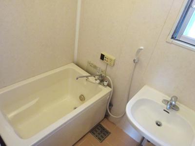 浴室の浴槽、追い焚き機能付