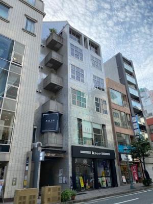 古き良き時代神戸の歴史の詰まったトーアロードの1等地に位置するビルです。