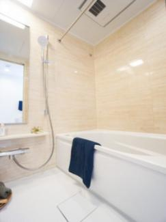 暖房乾燥機能付浴室。雨の日の洗濯物に便利です。